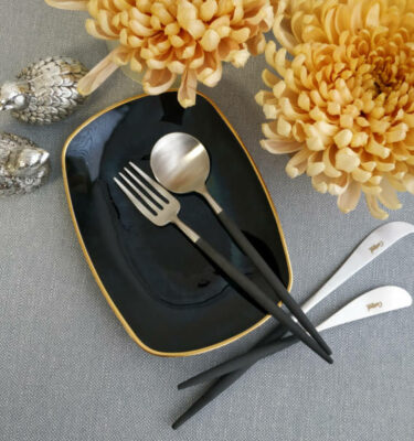 Cutipol | Goa Matte, Black Handle | Dessert Fork; Dessert Spoon; Cheese Knife; Butter Knife | Buy Online | Orpheu Decor