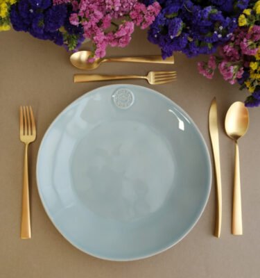 Costa Nova & Cutipol | Nova Dinner Plate Turquoise & Duna Cutlery Set, Matte Gold - Buy Online | Orpheu Decor